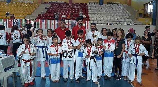 Biga Belediyesi Karate Takımı Şampiyon Oldu