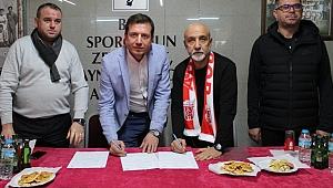 Mustafa Meteertem Resmen Adasporda