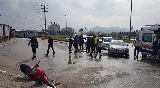 Polisten Kaçan Motorsiklet Sürücüsü Başka Araca Çarptı