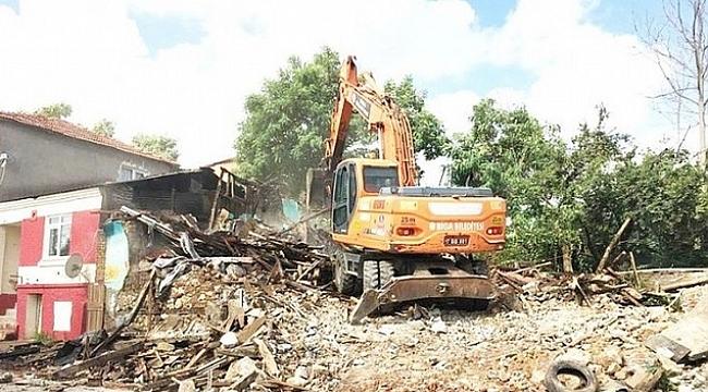 Halkın Güvenliği için Metruk Binalar Yıkılmaya Devam Ediyor