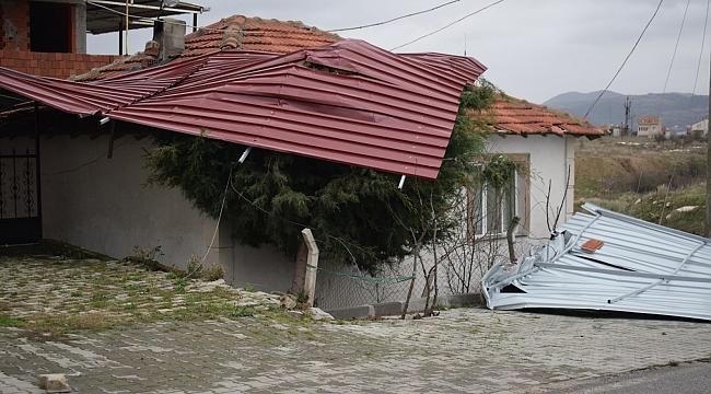 Biga Adalet Sarayının Çatısı Kuvvetli Rüzgara Dayanamadı