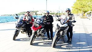 3 MOTOSİKLET TUTKUNU, BAYRAM TATİLİNİ YOLDA GEÇİRDİ