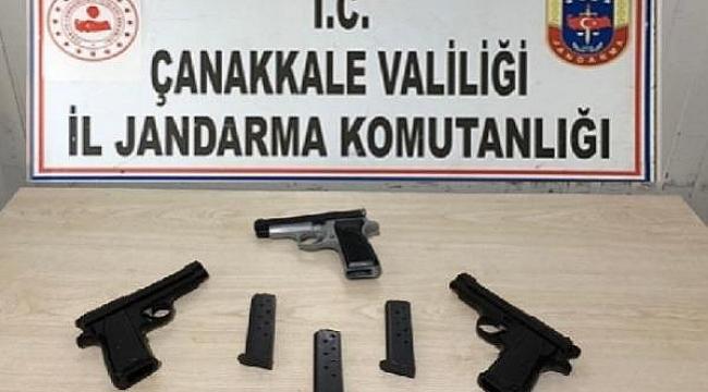 Biga'da otomobilde 3 ruhsatsız tabanca ele geçirildi.